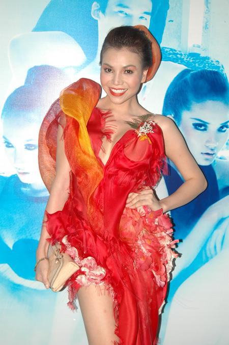 Model Trà Ngọc Hằng - Fashion Quỳnh Paris - www.quynhparis.com